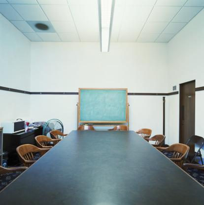 Long「Meeting room with blackboard」:スマホ壁紙(2)