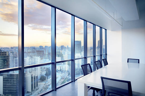 Meeting room with window view of cityscape clouds:スマホ壁紙(壁紙.com)