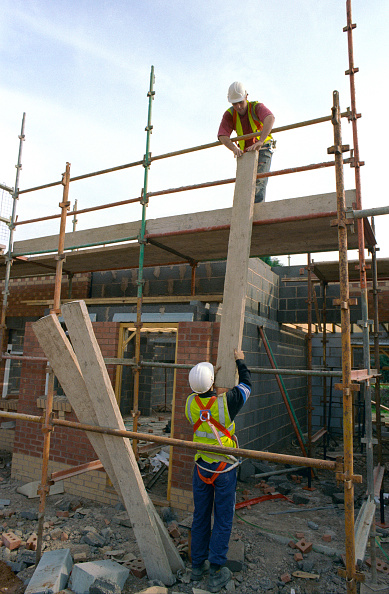 Scaffolding「Erecting a scaffolding」:写真・画像(9)[壁紙.com]