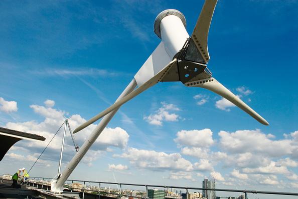 Industrial Equipment「Erecting a wind turbine on a roof of a housing block of flats, City Road, London, UK」:写真・画像(14)[壁紙.com]