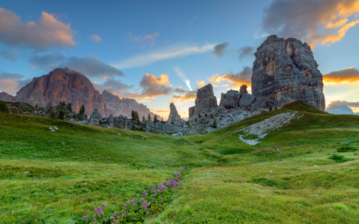 European Alps「Cinque Torri and Tofane at dawn, Dolomites, Italy」:スマホ壁紙(9)