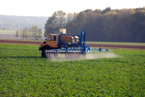 Insecticide「spreading pesticide」:スマホ壁紙(6)