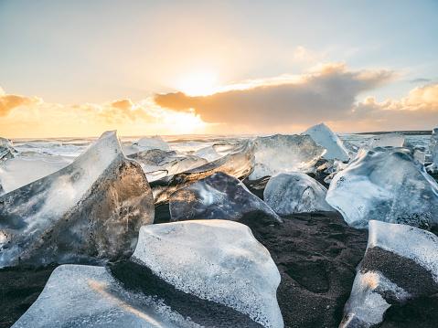 Crystal「Beach on Eastern seaside of Jokulsarlon with ice chunks, South-East Iceland, Iceland」:スマホ壁紙(13)