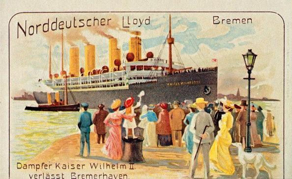 Passenger Craft「The Giant Ss Kaiser Wilhelm Ii Pulls Away From The Quayside At Bremerhaven」:写真・画像(1)[壁紙.com]