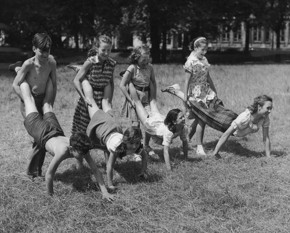 Teenager「Wheelbarrow Race」:写真・画像(5)[壁紙.com]
