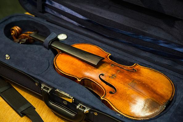 Violin「FBI Announces Recovery Of Roman Totenberg's Stolen Stradivarius After 35 Years」:写真・画像(1)[壁紙.com]