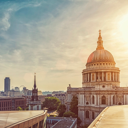 Cathedral「Dramatic sunset over St Paul's Cathedral and London Eye」:スマホ壁紙(18)