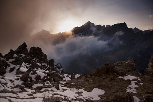 Khumbu「Dramatic sunset cloudscape from Gokyo Ri, Everest Base Camp via Gokyo Trek, Nepal」:スマホ壁紙(17)
