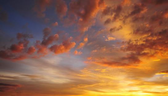雲「ドラマチックな夕日のスカイ」:スマホ壁紙(14)