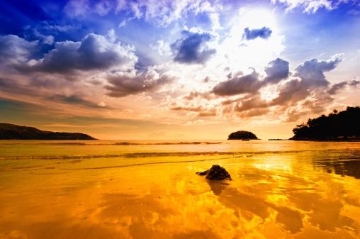 南国「日没のビーチの上にドラマチックな空の」:スマホ壁紙(9)