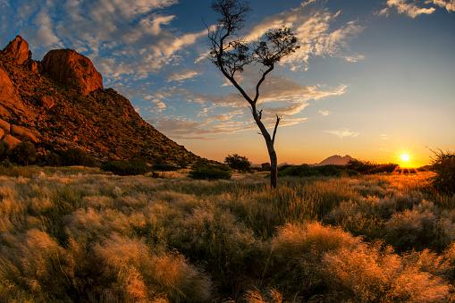 Dramatic Landscape「Dramatic Sunset Landscape Photo of Spitzkoppe, Erongo Region, Namibia」:スマホ壁紙(15)