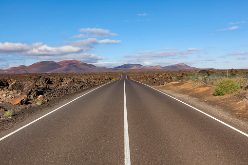 Dividing Line - Road Marking「road timanfaya volcano, lanzarote island, canary islands」:スマホ壁紙(4)