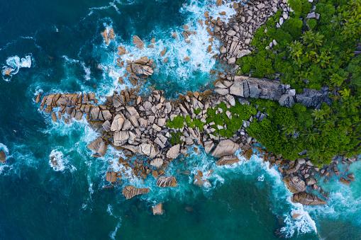 Water's Edge「amazing aerial view of rocky coastline of tropical island」:スマホ壁紙(11)