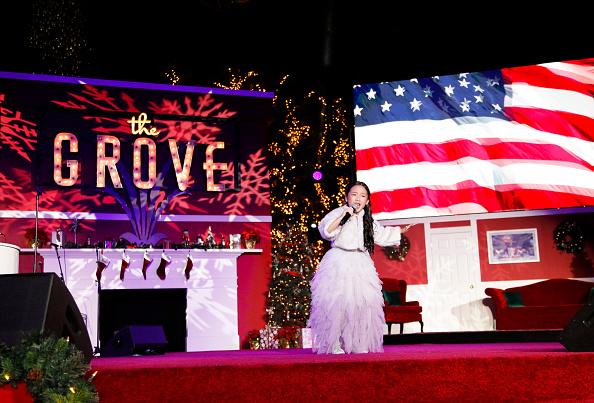 Tibrina Hobson「2019 Christmas At The Grove: A Festive Tree Lighting」:写真・画像(3)[壁紙.com]