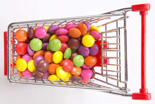 Icing「Multi-coloured candies in shopping cart, elevated view」:スマホ壁紙(6)
