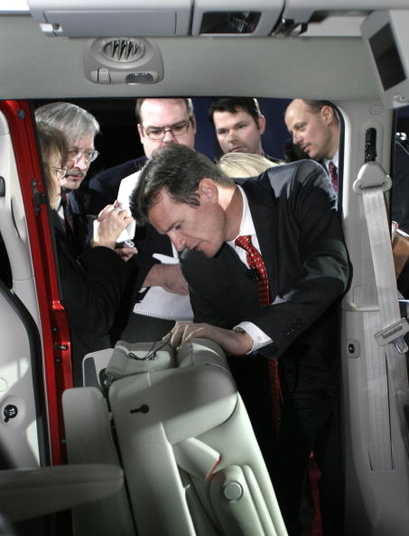 ダイムラーAG「DaimlerChrysler Unveils New Minivan 'Stow 'N Go' Feature」:写真・画像(5)[壁紙.com]