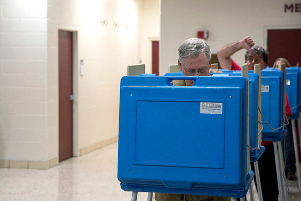 Aaron P「Sen. Mitch McConnell (R-KY) Casts His Vote In Midterm Elections」:写真・画像(11)[壁紙.com]