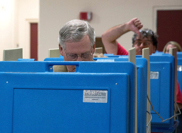 Aaron P「Sen. Mitch McConnell (R-KY) Casts His Vote In Midterm Elections」:写真・画像(13)[壁紙.com]