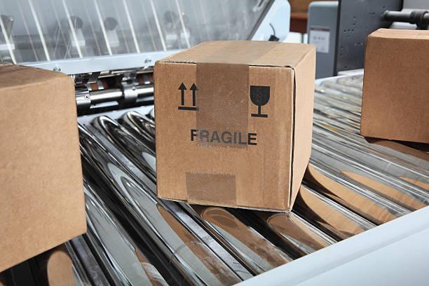Parcels on packaging line:スマホ壁紙(壁紙.com)