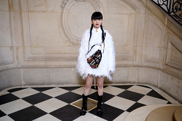 Multi Colored Purse「Dior: Photocall - Paris Fashion Week - Haute Couture Spring/Summer 2020」:写真・画像(19)[壁紙.com]