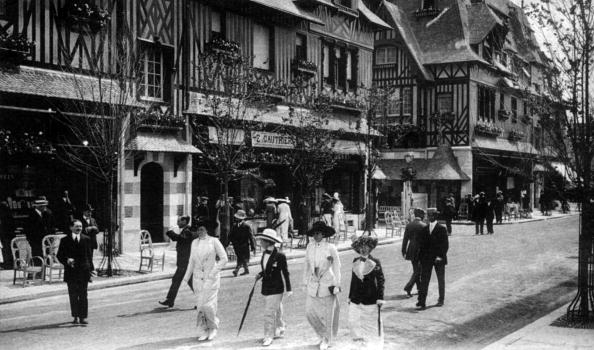 Deauville「the Gontaut-Biron street and the Normandy Hotel in Deauville, Normandy, France, postcard early 20th century」:写真・画像(4)[壁紙.com]