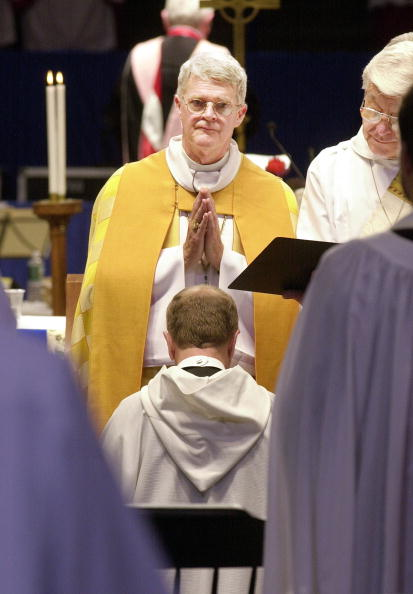 Consecration「Gay Episcopal Bishop Consecrated in New Hampshire」:写真・画像(7)[壁紙.com]