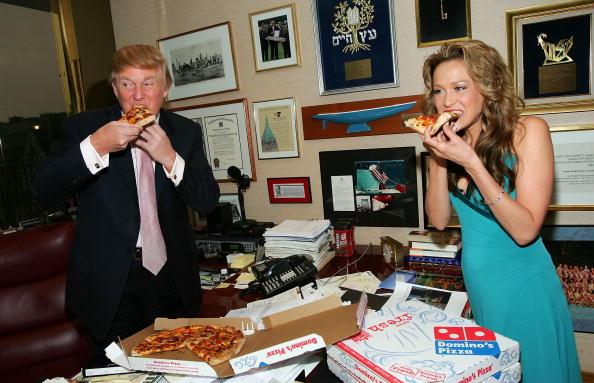 Pizza「Donald Trump Receives Domino's Pizza Delivery」:写真・画像(6)[壁紙.com]