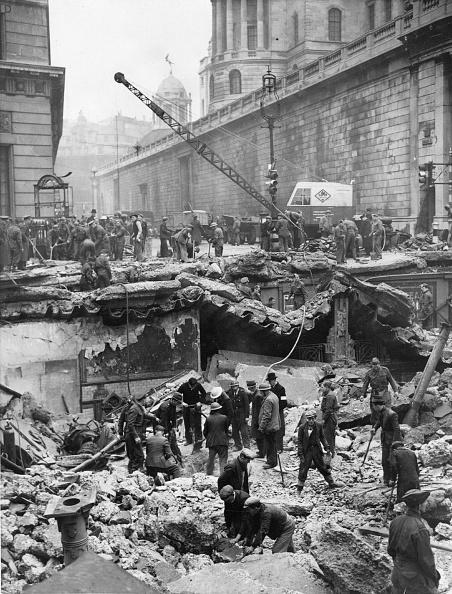 Damaged「Bombs On Bank」:写真・画像(2)[壁紙.com]