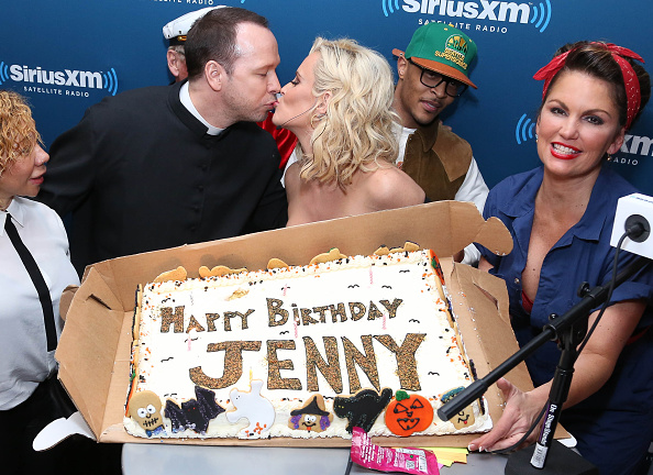 """Rob Kim「Jenny McCarthy Hosts A Halloween Costume Party At The SiriusXM Studios To Celebrate The Launch Of Her New Exclusive Live Daily SiriusXM Show """"Dirty, Sexy, Funny with Jenny McCarthy""""」:写真・画像(14)[壁紙.com]"""