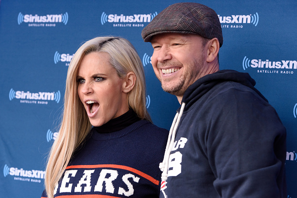 Jenny McCarthy「Jenny McCarthy Hosts Her SiriusXM Show From Grant Park In Chicago, IL Before The NFL Draft」:写真・画像(3)[壁紙.com]