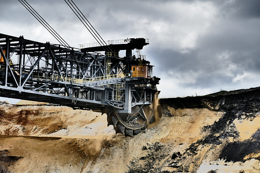 Lignite「Bucket wheel excavator in a lignite mine」:スマホ壁紙(4)