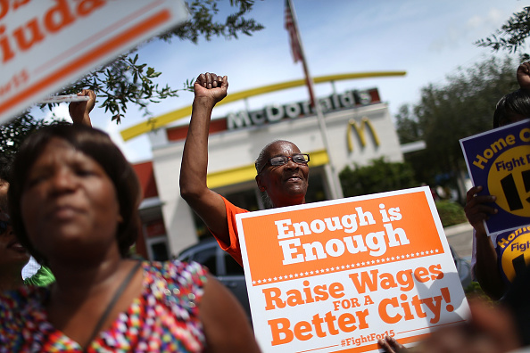 Employment And Labor「Fast Food Workers Rally For Higher Wages」:写真・画像(3)[壁紙.com]