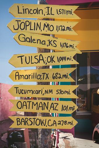 Yavapai County「USA, Arizona, Seligman, signpost at Route 66」:スマホ壁紙(4)