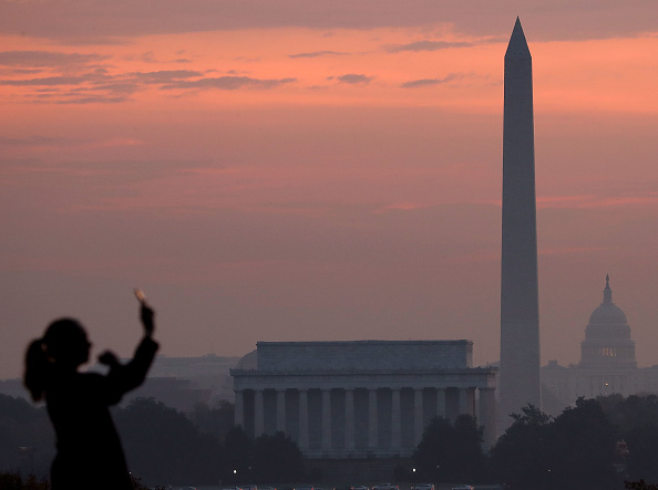 Monument「Unseasonably Warm Weather In D.C. Pushes Temps Near 80's」:写真・画像(1)[壁紙.com]