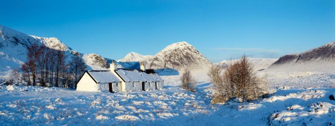 Croft「Blackrock Cottage in winter, Glencoe, Scottish Highlands」:スマホ壁紙(16)