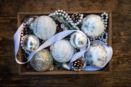 クリスマスの飾り「Wooden box of Christmas decoration」:スマホ壁紙(19)
