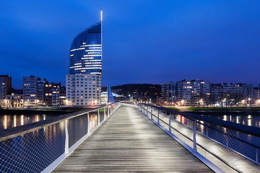 Belgium「Belgium, Wallonia, Liege, Footbridge and cityscape」:スマホ壁紙(19)
