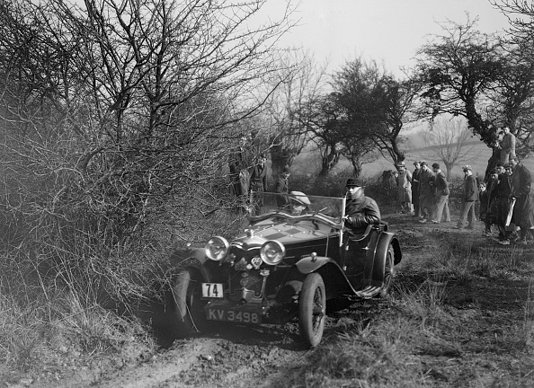 Country Road「Riley of G Clifton at the Sunbac Colmore Trial, near Winchcombe, Gloucestershire, 1934」:写真・画像(2)[壁紙.com]