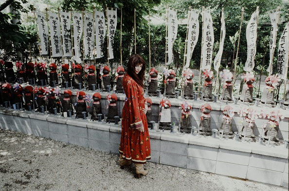 Bodhisattva「Leon Russell In Front Of Stone Statue Of Jizo In A Temple In Tokyo」:写真・画像(7)[壁紙.com]