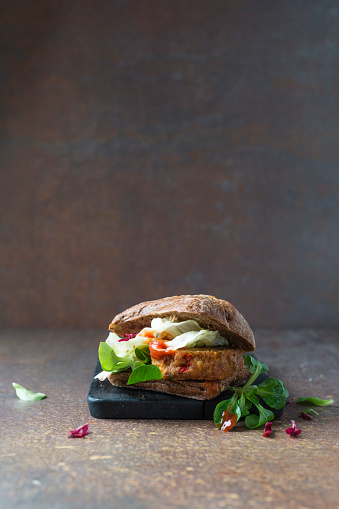 Veggie Burger「Wholegrain bun and veggie burger」:スマホ壁紙(5)