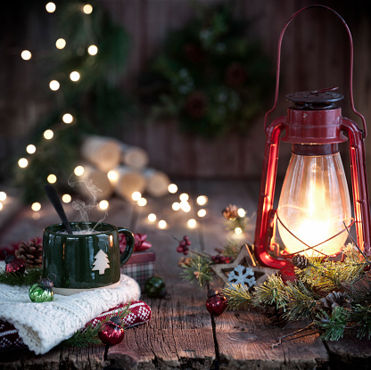 Sepia Toned「Christmas Vintage Lantern and Hot Chocolate on Old Wood Background」:スマホ壁紙(14)