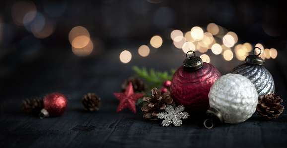 Pine Cone「Christmas vintage baubles on wood background」:スマホ壁紙(7)