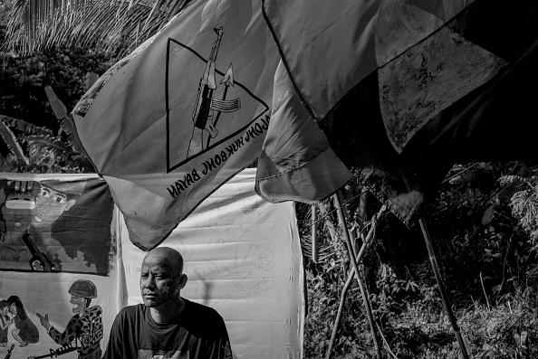 記章「Filipino Communist Rebels Mark 50 Years Of Guerrilla Warfare」:写真・画像(4)[壁紙.com]