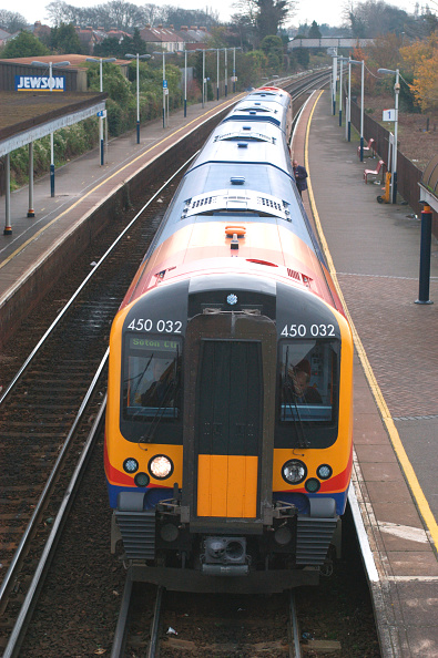 Southwest「The Great Western Railway. A Portsmouth - Southampton service awaits departure from Cosham station. November 2004.」:写真・画像(11)[壁紙.com]