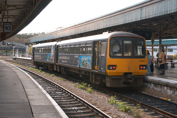 Finance and Economy「The Great Western Railway. Bristol Temple Meads station. A Bristol - Weston service awaits departure from the western end of a local platform. October 2004.」:写真・画像(18)[壁紙.com]
