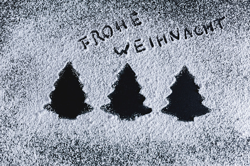 Biscuit「Icing sugar on black background, fir trees, merry christmas」:スマホ壁紙(10)