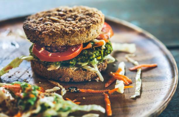 Burger for vegetarians. Burger with falafel.:スマホ壁紙(壁紙.com)