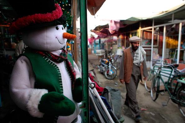 雪だるま「Bush Bazaar Meets Afghan Demand For Western Goods」:写真・画像(4)[壁紙.com]