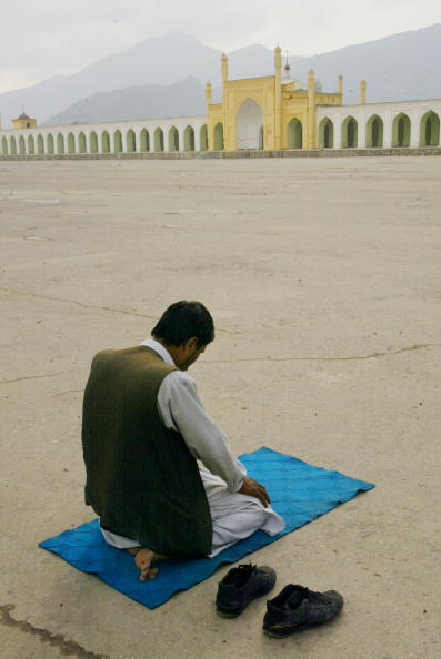 Rug「Afghans Pray During First Day Of Ramadan」:写真・画像(18)[壁紙.com]