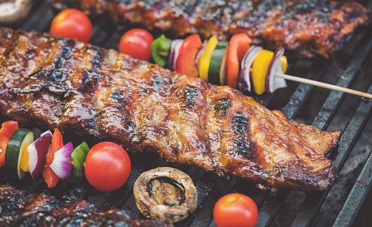Sparerib「Preparing pork ribs on the barbecue grill」:スマホ壁紙(11)